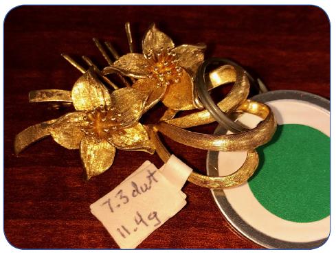 14K Gold Flower Pin